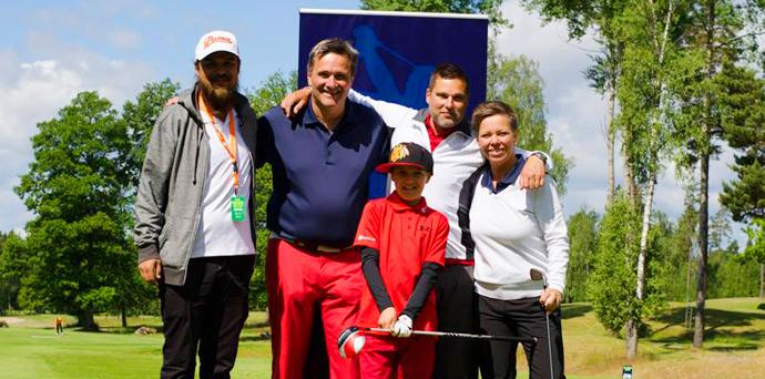 Glada golfare på hål 7 tillsammans med Rasmus från PÅ Media